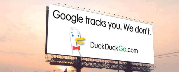 """Outdoor bate no diferencial: """"O Google rastreia você. Nós não"""". Fonte: Rewind & Capture."""